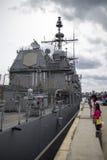 USS Lake Champlain ha attraccato a Lonsdale Quay Fotografia Stock Libera da Diritti