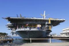 USS Midway muzeum lokalizować w w centrum San Diego, Kalifornia przy marynarki wojennej molem zdjęcie stock