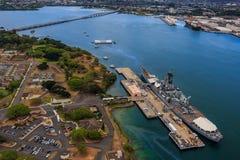 USS Missouri BB-63 y monumento de USS Arizona en Pearl Harbor Ho foto de archivo libre de regalías