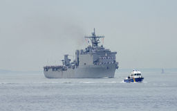 USS Oak Hill Dock-Landungsschiff der Marine Vereinigter Staaten während der Parade von Schiffen an Flotten-Woche 2014 Stockfotos