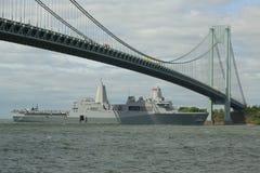 USS San Antonio desantowy estradowy dok Stany Zjednoczone marynarka wojenna podczas parady statki przy flota tygodniem 2015 zdjęcia stock