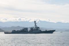 USS Stockdale DDG-106美国海军驱逐舰在Padang海湾航行在多边海军锻炼科莫多岛期间2016年 免版税库存图片