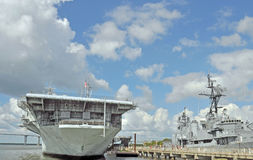 Uss Yorktown et USS Laffey Images stock