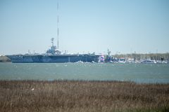 USS Yorktown i Charleston South Carolina arkivbilder