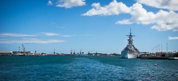 USSet Missouri som anslutas i pärlemorfärg hamn Royaltyfri Fotografi