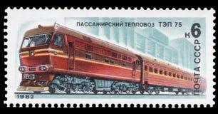 USSR - CIRCA 1982: En stämpel som skrivs ut i USSR, shower en diesel- lokomotiv TEP 75 som utfärdas på 1982-05-20, serie av bilde Arkivfoto