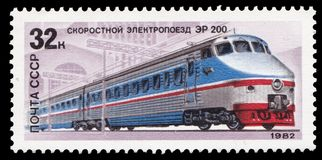 USSR - CIRCA 1982: En stämpel som skrivs ut i USSR, shower en elektrisk lokomotiv ER 200 som utfärdas på 1982-05-20, serie av bil Arkivfoton