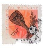USSR - CIRCA 1966: En stämpel som skrivs ut i showfotbollen Arkivbilder