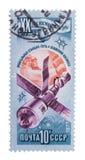 USSR - omkring 1977: Tillfoga stämplar, skyddsremsor i på showmodern Arkivfoton