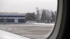 Ust-Kamenogorsk Kazachstan, Grudzień, - 4, 2017: widok od samolotu lotnisko miasto Ust-Kamenogorsk zbiory