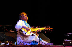 Ustad Amjad Ali Khan presteert in Bahrein, Nov. 2012 Stock Foto