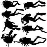 Ustaleni czarni sylwetka akwalungu nurkowie również zwrócić corel ilustracji wektora royalty ilustracja