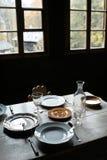 ustalenie nieociosany stołu okno Fotografia Royalty Free