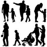 Ustalone czarne sylwetki Rodzinne z pram na białym tle również zwrócić corel ilustracji wektora Zdjęcie Stock