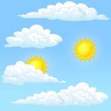 Ustalony pogodowy słońce i chmury Zdjęcie Royalty Free