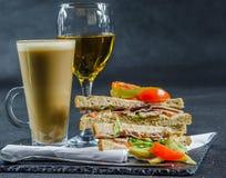 Ustalony składać się z dwa kanapki słodował chleb z dymnym smakiem Zdjęcia Royalty Free