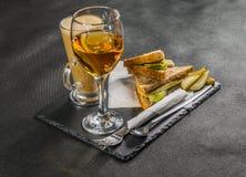 Ustalony składać się z dwa kanapki słodował chleb z rocznika chedd Obrazy Royalty Free