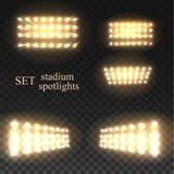 Ustalony złoty wektorowy stadium światło reflektorów z iskrze na przejrzystym tle ilustracji
