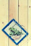 Ustawia dla rzemiosła na lekkim drewnianym sosnowym tle Fotografia Stock