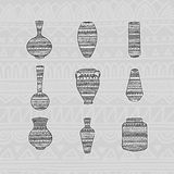 Ustawia wazy z etnicznym wzorem rysunkowy wręcza jej ranek bielizny jej ciepłych kobiety potomstwa również zwrócić corel ilustrac Obrazy Stock