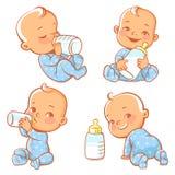 Ustawia z ślicznym małym dzieckiem z butelką mleko ilustracji