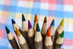 ustawiający barwioni ołówki Fotografia Stock