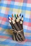 ustawiający barwioni ołówki Zdjęcia Stock