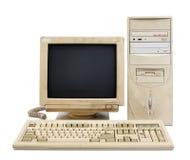 ustawiający stary komputer osobisty