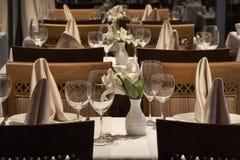 Ustawianie stół w restauraci Obraz Royalty Free