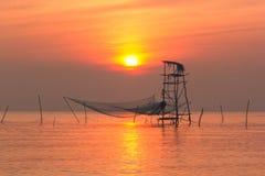 Usted coge los pescados, salida del sol del mar Fotografía de archivo