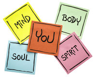 Usted, cuerpo, mente, alma, y alcohol - sistema pegajoso de la nota fotos de archivo