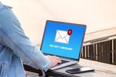 Usted el ` VE consiguió un mensaje del correo en concepto de la pantalla del ordenador portátil Fotos de archivo libres de regalías