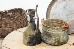 Ustensiles antiques de ménage photographie stock