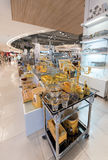 Ustensiles argentés et d'or de dessert en Siam Paragon Mall, Bangkok Photos stock