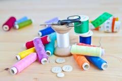 Ustensiles de couture colorés Image libre de droits