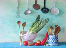 ustensiles de cuisine, ingrédients de nourriture Images stock