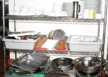 Ustensiles de cuisine sur le compteur photo libre de droits