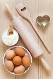 Ustensiles de cuisson faits de bois Images stock