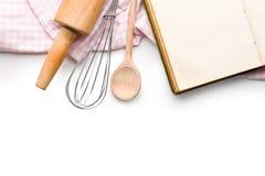 Ustensiles de livre et de cuisine de recette Photos libres de droits