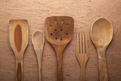 Ustensiles en bois de cuisine Photographie stock libre de droits