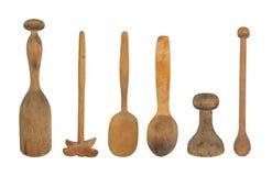 Ustensiles en bois de cuisine de cru d'isolement Photographie stock