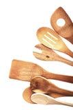 Ustensiles en bois rustiques traditionnels sur le blanc Photographie stock
