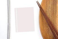 Ustensiles vides de papier et de cuisine de note Photos stock