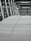 Usti nad Labem, Ustecky kraj, republika czech - Listopad 20, 2016: czarny i biały szczegół prowadzi nad drogi liczbą żelazo most Obrazy Royalty Free