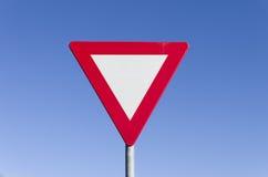 Ustępował ruchu drogowego znaka Obrazy Stock