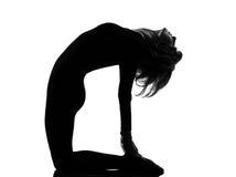 Ustrasana骆驼姿势瑜伽妇女 免版税库存图片