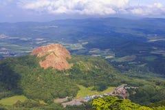 Usu昝山,在Toya湖,北海道,日本附近的活火山 库存照片