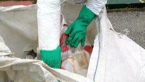 Usunięcie i usuwanie od pakować pestycydów i herbicydów zdjęcie wideo