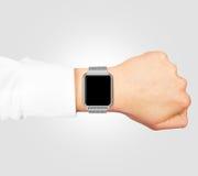 Usura alta dell'orologio di derisione astuta dello schermo in bianco sulla mano isolata immagine stock libera da diritti