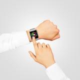 Usura alta dell'orologio di menu di derisione astuta dello schermo sulla mano Fotografia Stock